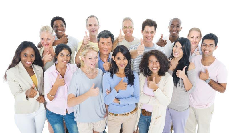Μεγάλη ομάδα χαμόγελου ανθρώπων Multiethnic στοκ φωτογραφίες με δικαίωμα ελεύθερης χρήσης