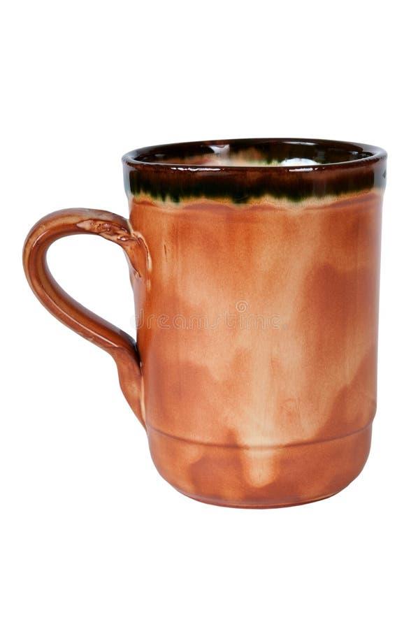 Μεγάλη παραδοσιακή καφετιά κεραμική κούπα στοκ φωτογραφίες