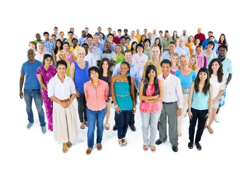 Μεγάλη πολυ-εθνική ομάδα ανθρώπων στοκ εικόνες