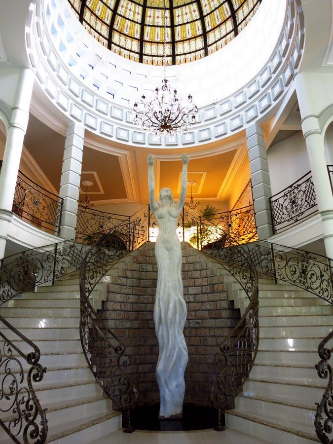 Μεγάλη σκάλα με το άγαλμα της Αφροδίτης στοκ εικόνες