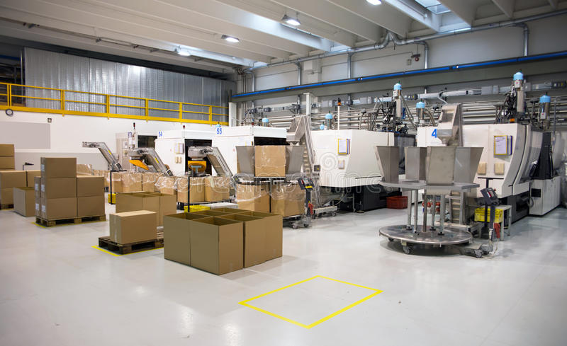 μεγάλη σχηματοποίηση μηχανών εγχύσεων εργοστασίων στοκ φωτογραφία