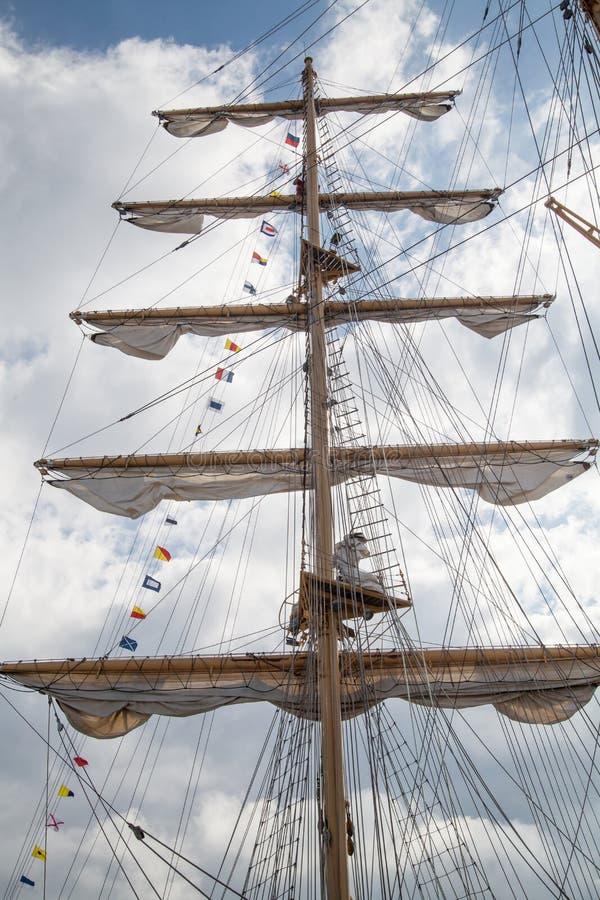 Μεγάλος ιστός ενός παλαιού πλέοντας σκάφους στοκ εικόνες με δικαίωμα ελεύθερης χρήσης