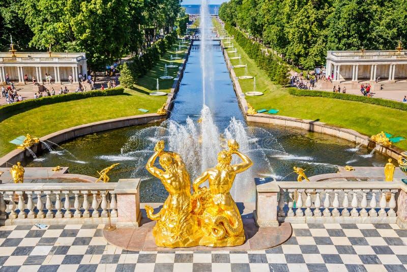 Μεγάλος καταρράκτης σε Peterhof, Αγία Πετρούπολη στοκ εικόνα με δικαίωμα ελεύθερης χρήσης