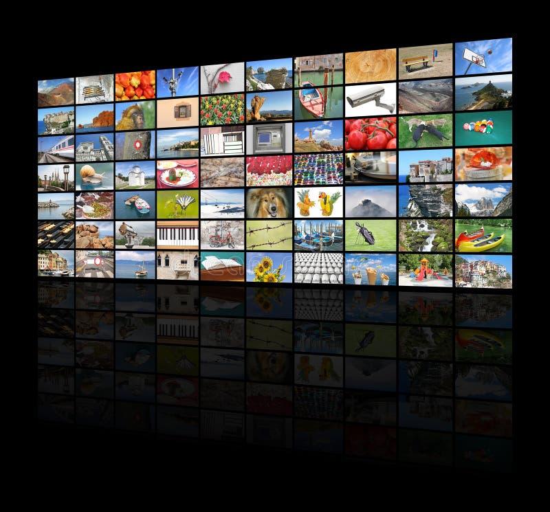 Μεγάλος τηλεοπτικός τοίχος της οθόνης TV στοκ εικόνες