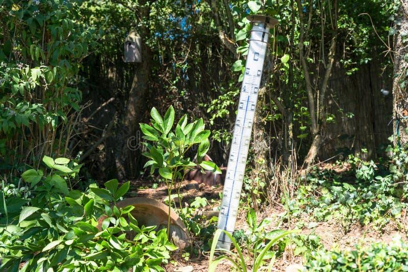Μεγάλου μεγέθους quicksilver θερμόμετρο στον καμμένος ήλιο στοκ εικόνα με δικαίωμα ελεύθερης χρήσης