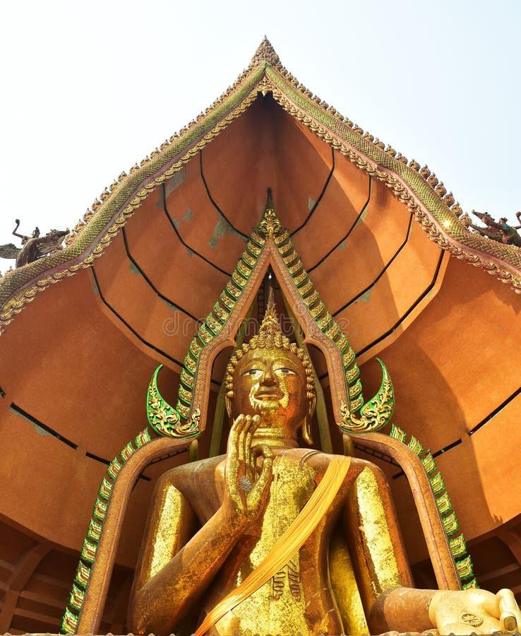 Μεγάλο άγαλμα του Βούδα στο ναό σπηλιών τιγρών στοκ εικόνα