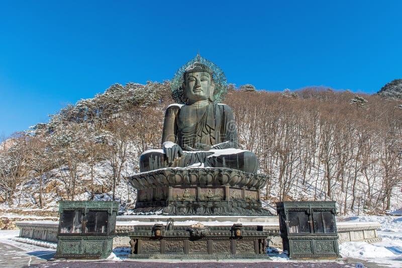 Μεγάλο μνημείο του Βούδα του ναού Sinheungsa στο εθνικό πάρκο Seoraksan στην Κορέα στοκ φωτογραφία με δικαίωμα ελεύθερης χρήσης