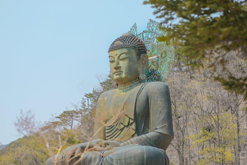 Μεγάλο μνημείο του Βούδα του ναού Sinheungsa στο εθνικό πάρκο Seoraksan, Sokcho, Νότια Κορέα στοκ φωτογραφία