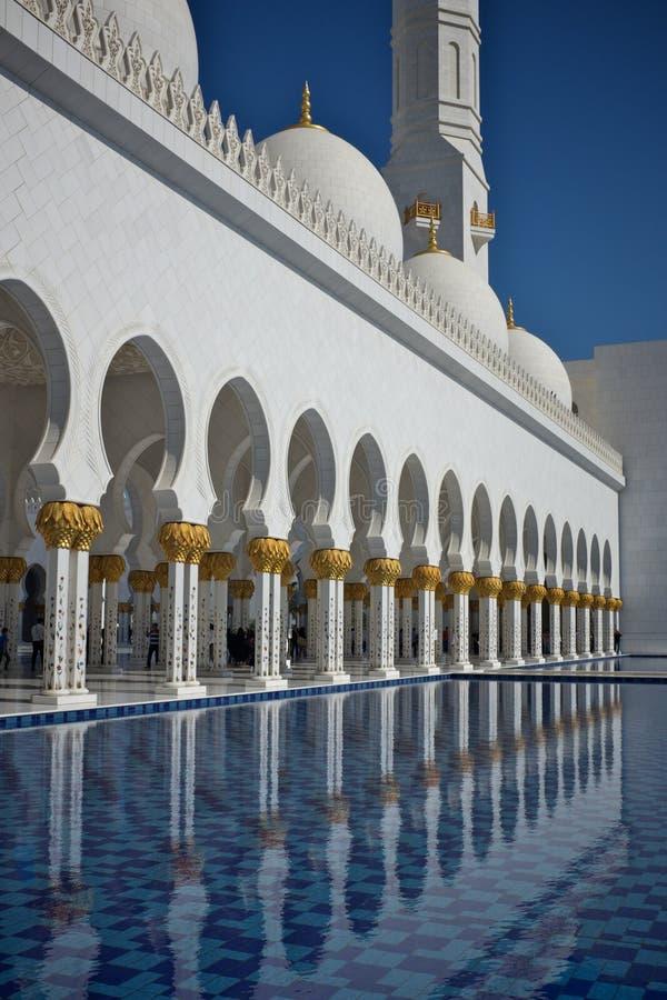 Μεγάλο μουσουλμανικό τέμενος στο Αμπού Νταμπί, Ηνωμένα Αραβικά Εμιράτα στοκ φωτογραφίες