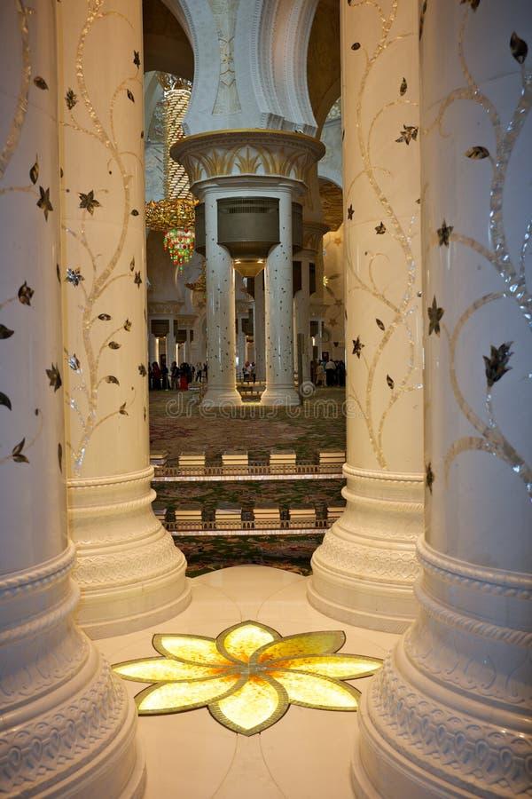 Μεγάλο μουσουλμανικό τέμενος στο Αμπού Νταμπί, Ηνωμένα Αραβικά Εμιράτα στοκ εικόνες