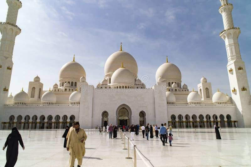μεγάλο μουσουλμανικό τέμενος του Αμπού Νταμπί στοκ εικόνα με δικαίωμα ελεύθερης χρήσης
