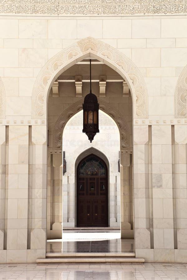Μεγάλο μουσουλμανικό τέμενος Qaboos σουλτάνων, Muscat (Ομάν) στοκ εικόνα