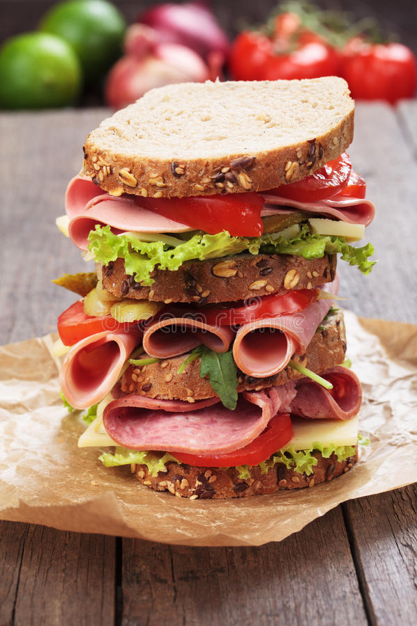 Μεγάλο σάντουιτς baloney στοκ εικόνα με δικαίωμα ελεύθερης χρήσης
