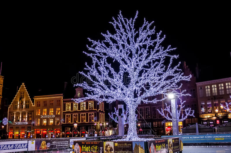 Μεγάλο τετράγωνο αγοράς κατά τη διάρκεια των Χριστουγέννων στοκ εικόνες
