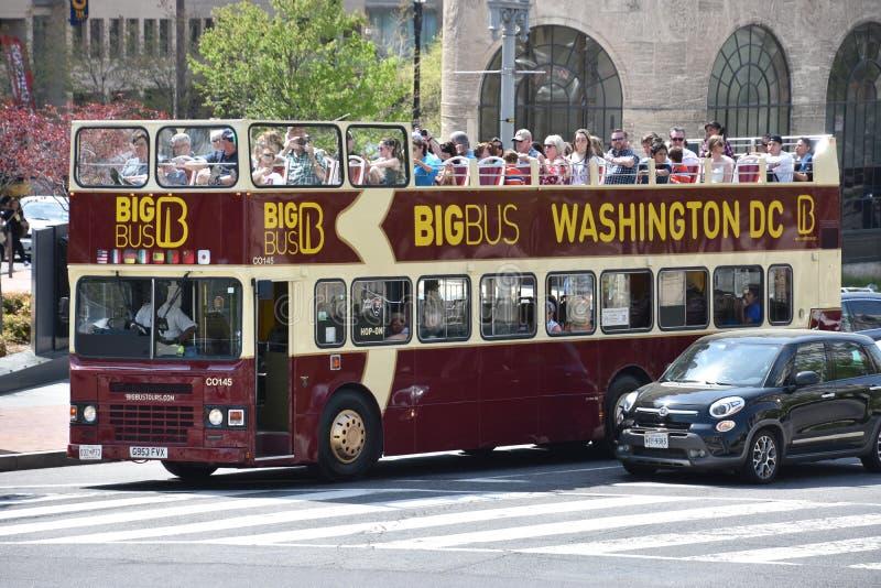 Μεγάλο τουριστηκό λεωφορείο λεωφορείων στην Ουάσιγκτον, συνεχές ρεύμα στοκ φωτογραφίες