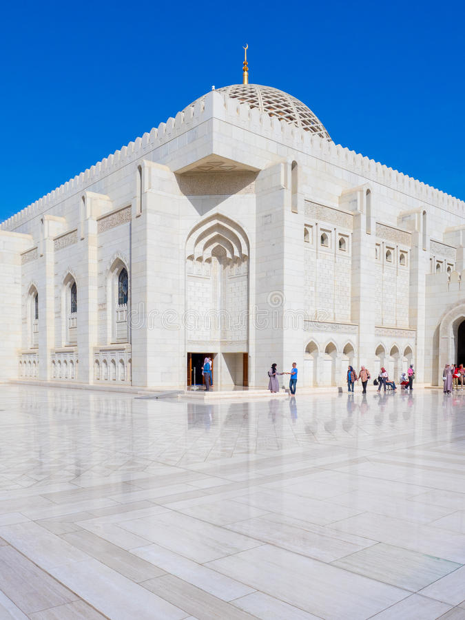 Μεγάλο δωμάτιο προσευχής Al Qaboos μουσουλμανικών τεμενών, Muscat, Ομάν στοκ εικόνα με δικαίωμα ελεύθερης χρήσης
