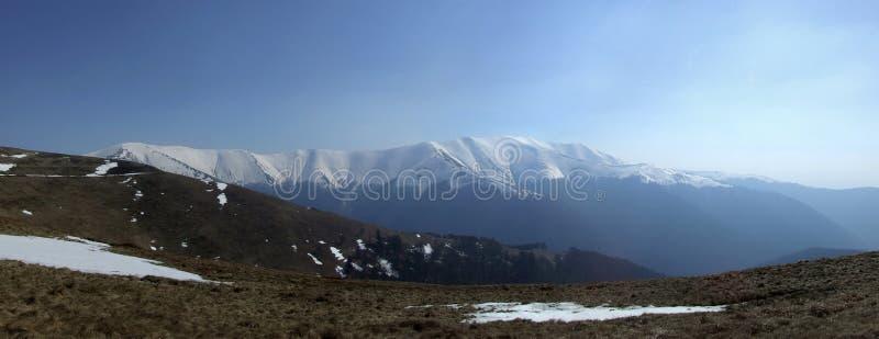 Download μεγαλοπρεπή βουνά στοκ εικόνες. εικόνα από πεζοπορώ, μεγάλος - 2231456