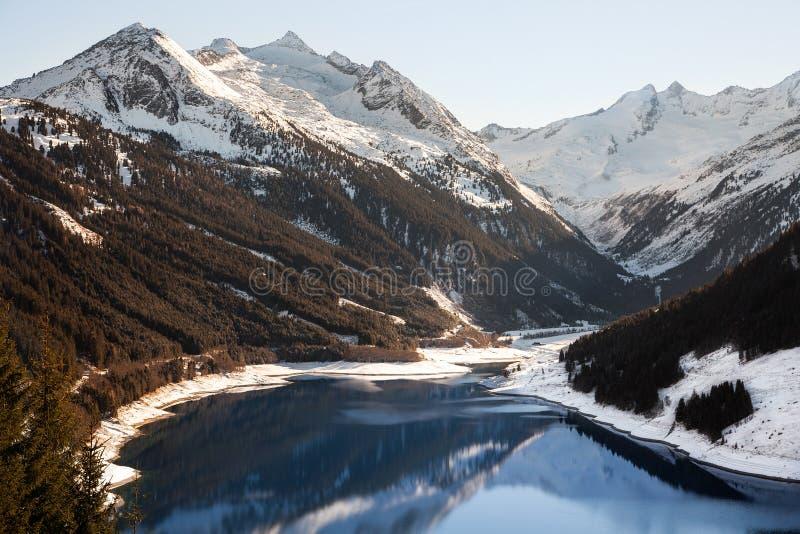 Μεγαλοπρεπείς απόψεις της δεξαμενής Durlassboden στην Αυστρία στοκ εικόνα