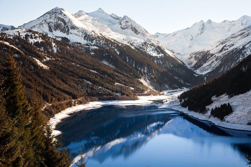 Μεγαλοπρεπείς απόψεις της δεξαμενής Durlassboden στην Αυστρία στοκ φωτογραφία