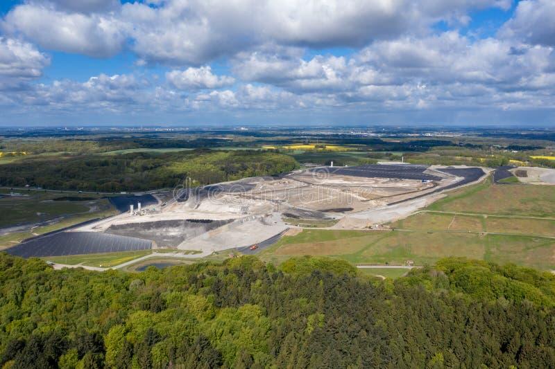 Μεγαλύτερα υλικά οδόστρωσης Ihlenberg τοξικών αποβλήτων της Ευρώπης στο βόρειο τμήμα της Γερμανίας στοκ εικόνες με δικαίωμα ελεύθερης χρήσης