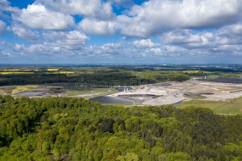 Μεγαλύτερα υλικά οδόστρωσης Ihlenberg τοξικών αποβλήτων της Ευρώπης στο βόρειο τμήμα της Γερμανίας στοκ εικόνες