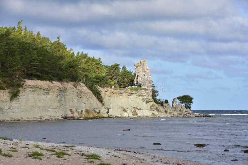 Μεγαλύτερο rauk της Gotland το Jungfrun στο lickershamn στοκ φωτογραφία