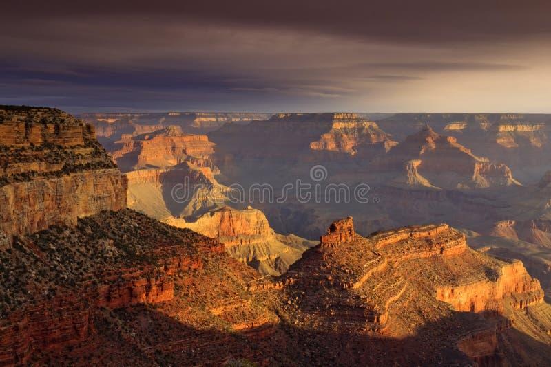Μεγαλοπρεπές ηλιοβασιλέματος εθνικό πάρκο Αριζόνα φαραγγιών νότιων πλαισίων μεγάλο στοκ φωτογραφία με δικαίωμα ελεύθερης χρήσης