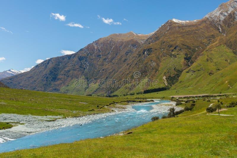 Μεγαλοπρεπές τοπίο βουνών και ρευμάτων στοκ εικόνες με δικαίωμα ελεύθερης χρήσης