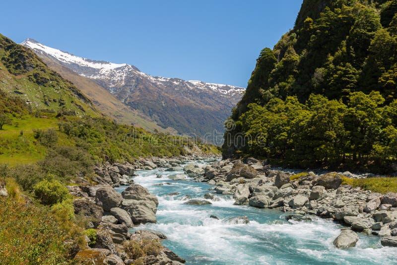 Μεγαλοπρεπές τοπίο βουνών και ρευμάτων στοκ φωτογραφία με δικαίωμα ελεύθερης χρήσης