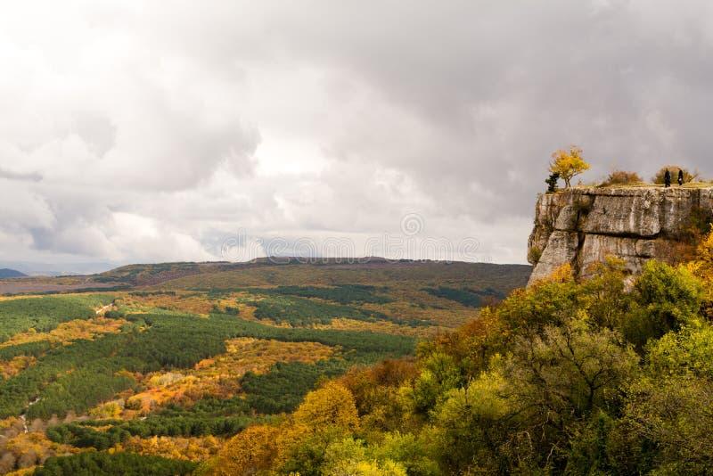 Μεγαλοπρεπής άποψη άνωθεν σχετικά με τα της Κριμαίας βουνά στοκ εικόνες