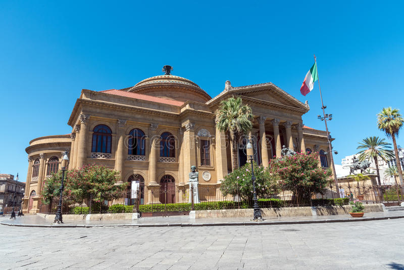 μεγαλύτερο Massimo Παλέρμο θέατρο teatro της Ιταλίας στοκ φωτογραφίες