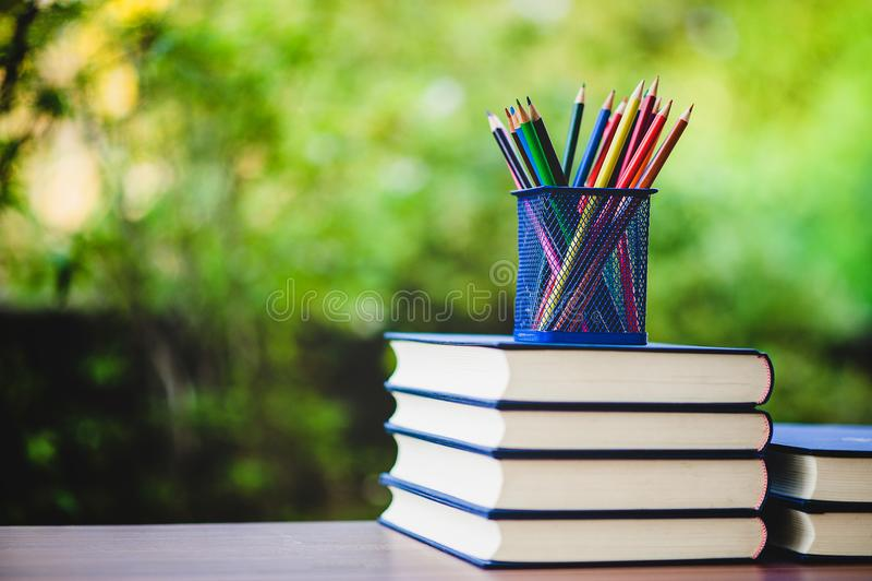 Μελέτη των βιβλίων και των υλικών εκμάθησης στοκ φωτογραφία με δικαίωμα ελεύθερης χρήσης
