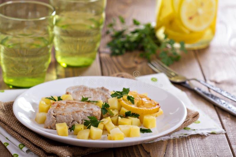 Μενταγιόν χοιρινού κρέατος με τα λαχανικά στοκ εικόνα με δικαίωμα ελεύθερης χρήσης