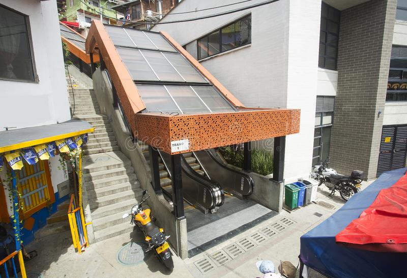 Μεντεγίν, Antioquia/Κολομβία - 8 Ιουλίου 2019 Κυλιόμενες σκάλες του σκαλοπατιού 13 κοινοτήτων Ζώνη τουριστών στοκ φωτογραφία με δικαίωμα ελεύθερης χρήσης