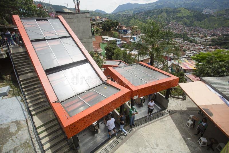Μεντεγίν, Antioquia/Κολομβία - 8 Ιουλίου 2019 Κυλιόμενες σκάλες του σκαλοπατιού 13 κοινοτήτων Ζώνη τουριστών στοκ εικόνα