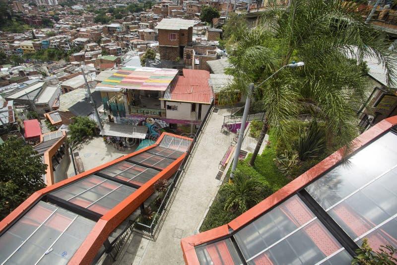 Μεντεγίν, Antioquia/Κολομβία - 8 Ιουλίου 2019 Κυλιόμενες σκάλες του σκαλοπατιού 13 κοινοτήτων Ζώνη τουριστών στοκ εικόνες