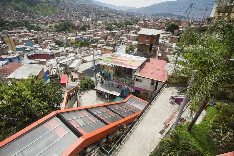 Μεντεγίν, Antioquia/Κολομβία - 8 Ιουλίου 2019 Κυλιόμενες σκάλες του σκαλοπατιού 13 κοινοτήτων Ζώνη τουριστών στοκ φωτογραφίες