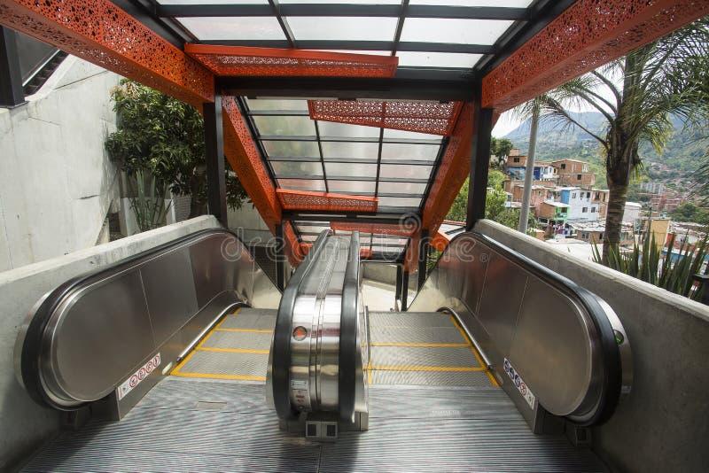 Μεντεγίν, Antioquia/Κολομβία - 8 Ιουλίου 2019 Κυλιόμενες σκάλες του σκαλοπατιού 13 κοινοτήτων Ζώνη τουριστών στοκ φωτογραφίες με δικαίωμα ελεύθερης χρήσης