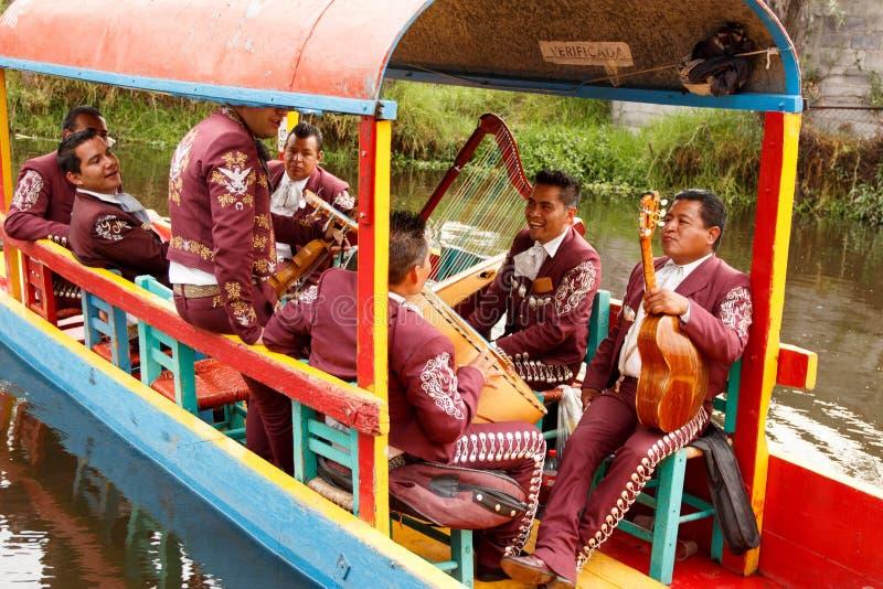Μεξικάνικη μουσική παιχνιδιού ζωνών Mariachi στοκ φωτογραφίες