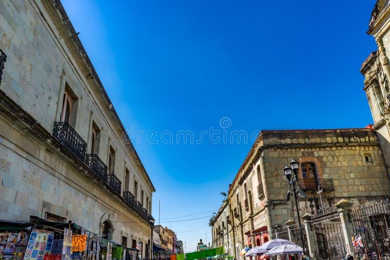 Μεξικάνικη οδός Zocalo κεντρικό τετραγωνικό Oaxaca Juarez Μεξικό αγορών στοκ φωτογραφία με δικαίωμα ελεύθερης χρήσης