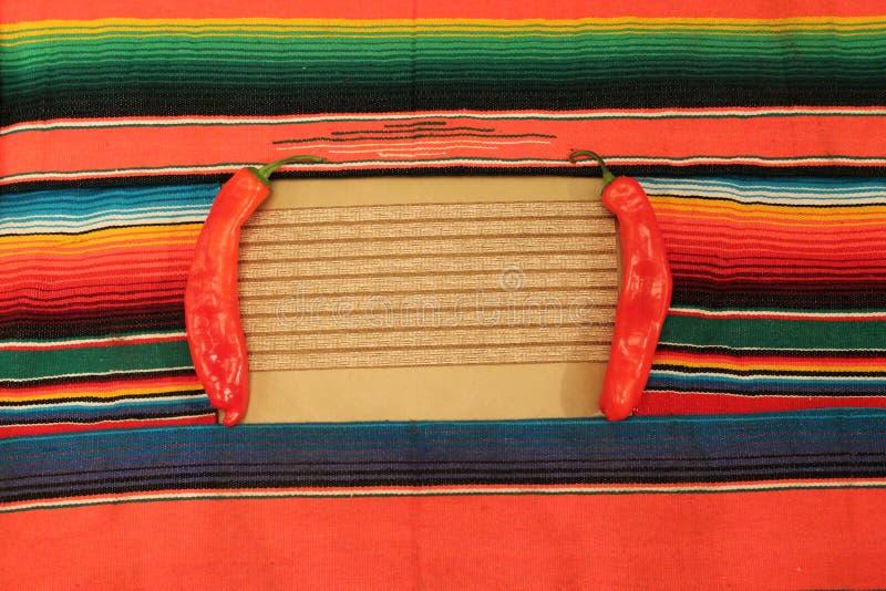 Μεξικάνικη poncho γιορτής κουβέρτα στα φωτεινά χρώματα στοκ φωτογραφίες