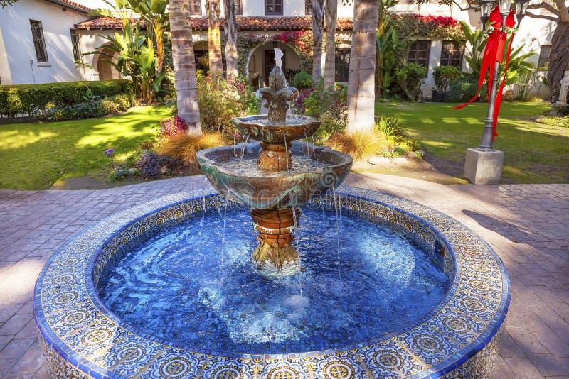 Μεξικάνικο ασβέστιο αποστολής SAN Buenaventura Ventura κήπων πηγών κεραμιδιών στοκ φωτογραφίες