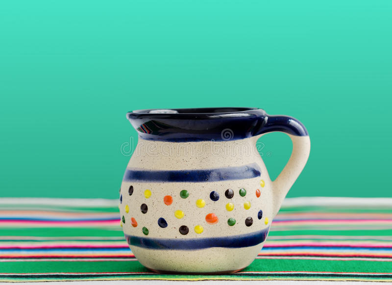 Μεξικάνικο κύπελλο για τον καφέ και τα ζεστά ποτά στοκ εικόνα με δικαίωμα ελεύθερης χρήσης