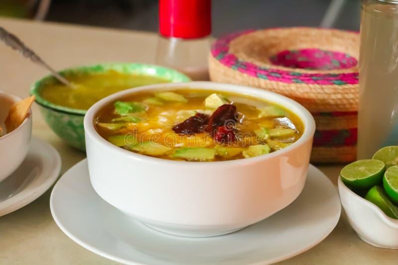 Μεξικάνικο tlalpeño caldo τροφίμων στοκ εικόνα