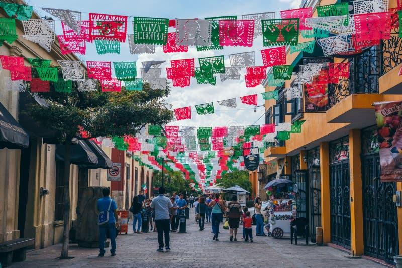 ΜΕΞΙΚΟ - 25 ΣΕΠΤΕΜΒΡΊΟΥ: Διακοσμήσεις με τα χρώματα του mexica στοκ εικόνα με δικαίωμα ελεύθερης χρήσης