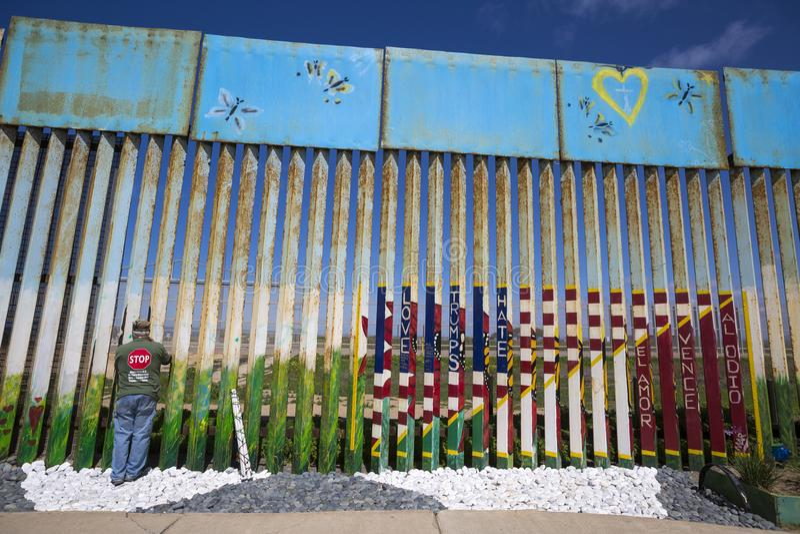 Μεξικό - Tijuana - ο τοίχος της ντροπής στοκ εικόνες