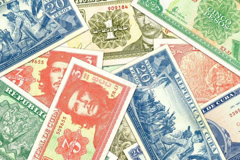 Μερικά κουβανικά τραπεζογραμμάτια πέσων που δείχνουν την αυξανόμενη οικονομία στοκ φωτογραφίες
