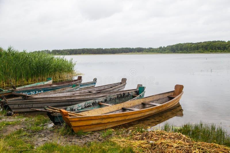 Μερικές βάρκες στην ακτή στοκ φωτογραφία με δικαίωμα ελεύθερης χρήσης