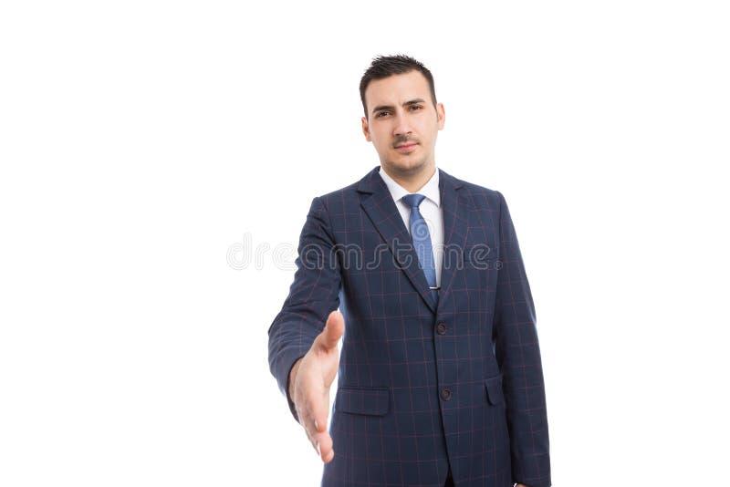 Μεσίτης τραπεζιτών ή επιχειρησιακό άτομο που κάνει τη χειρονομία χειραψιών ως διαπραγμάτευση π στοκ εικόνα με δικαίωμα ελεύθερης χρήσης