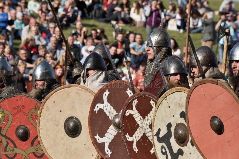 Μεσαιωνικές πάλες στο διεθνές φεστιβάλ της πειραματικής αρχαιολογίας στοκ φωτογραφίες με δικαίωμα ελεύθερης χρήσης